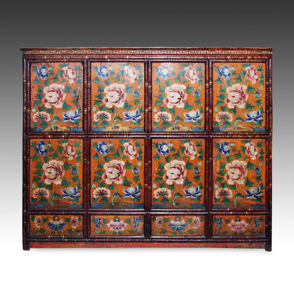 Cabinet with floral motifs