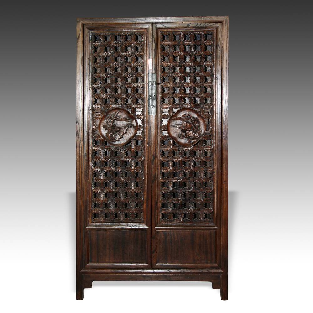 Wardrobe with pierced-lattice motif