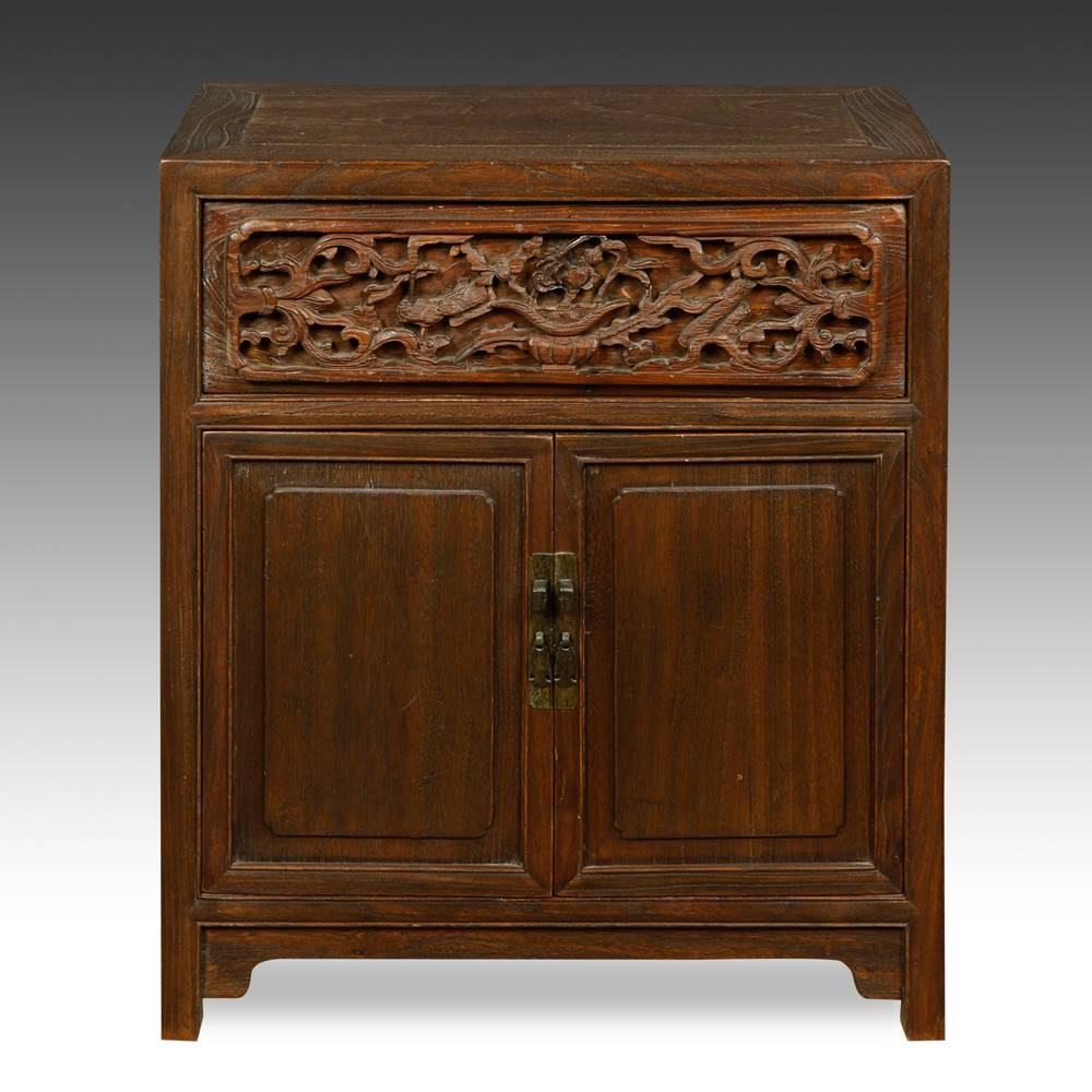 Cabinet with 2 doors
