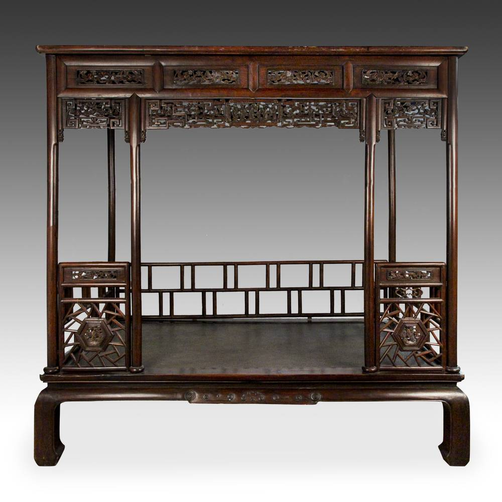 Canopy Bed with Cracked Ice Motif